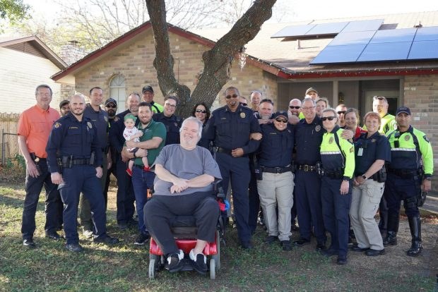 Round Rock Police, Neighborhood Services help 'Light up the Holidays'